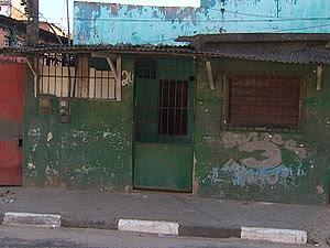 Garota sai para colocar lixo na rua e leva tiros na porta de casa, diz família (Foto: Imagem/TV Bahia)