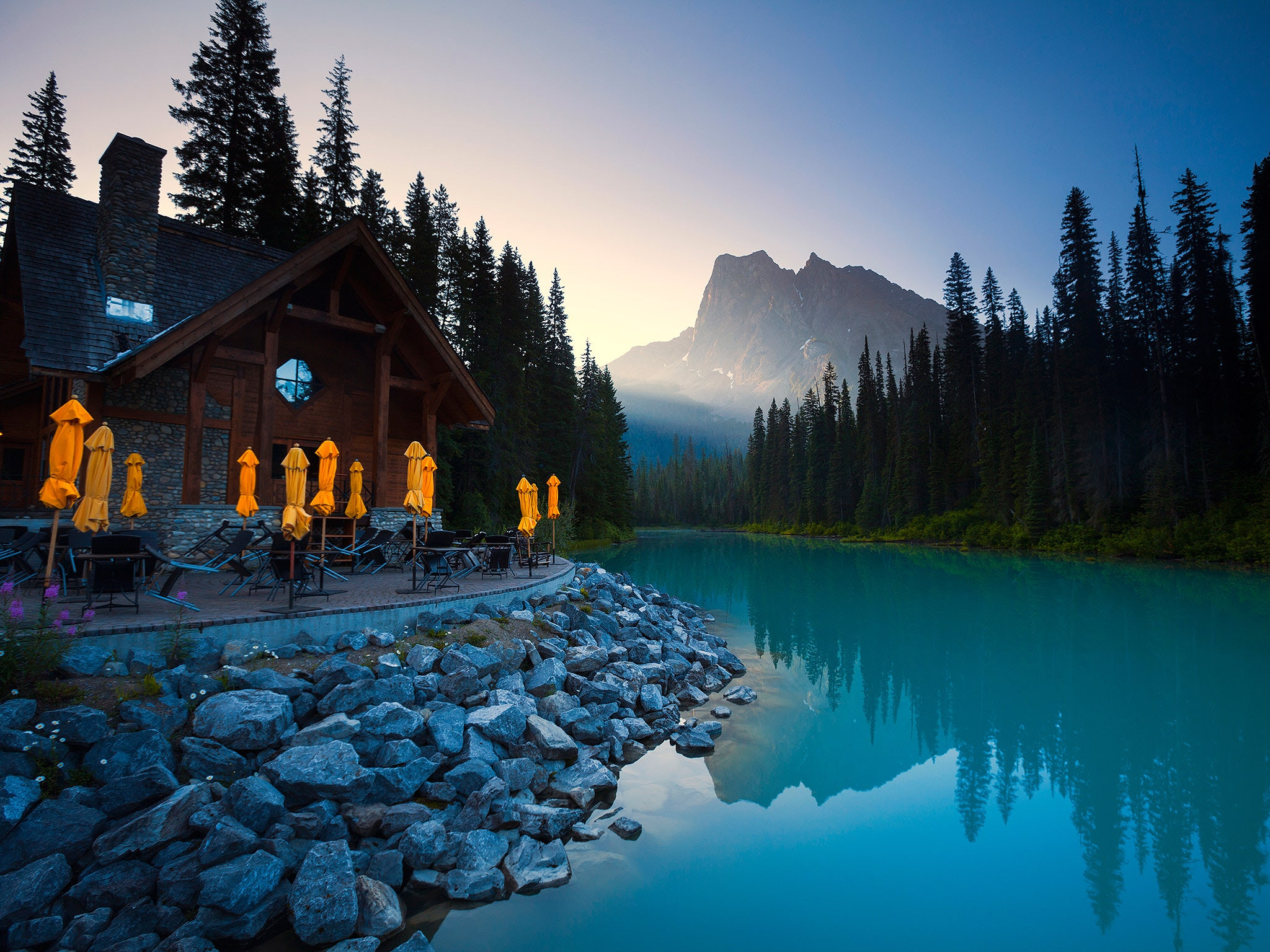 10 Beautiful Resorts on American Lakes  Photos  Cond