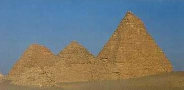 Algumas das pirâmides sobreviventes no Nuri