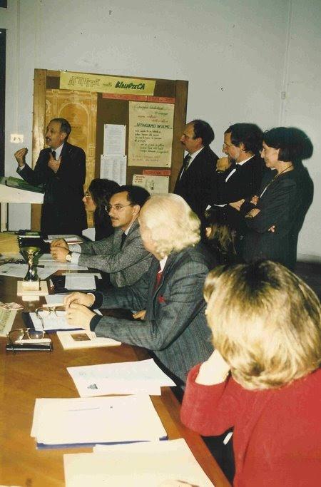 Biblioteca.. anni novanta.. Gravina, Jannaccone, Giudici, Maderna e Velise con lo staff...