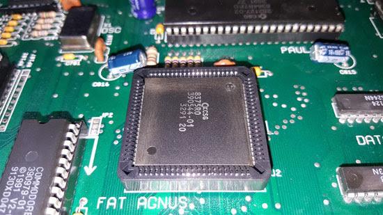 Amiga 500 Plus con daños por sulfato (10)