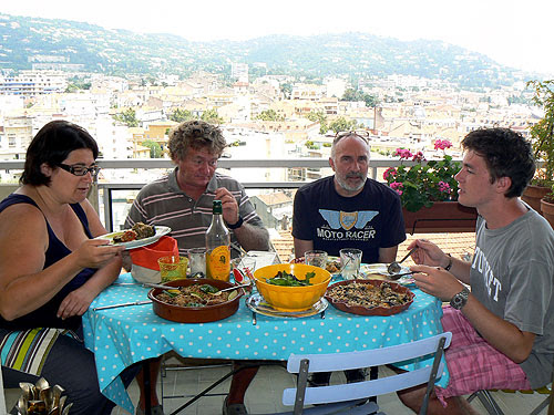 déjeuner sur la terrasse.jpg