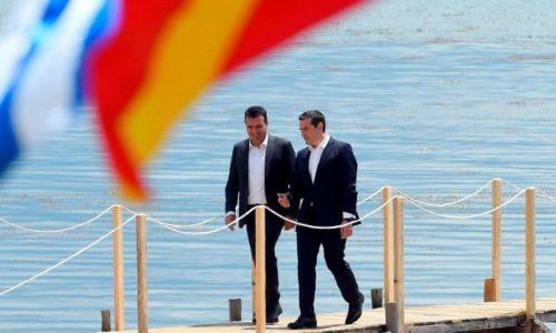 Αγκαλιά ΝΔ – ΣΥΡΙΖΑ με φόντο τις Πρέσπες