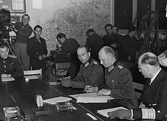 8 MAI 1945 : son armée détruite par l'Armée Rouge, l'Allemagne capitule !