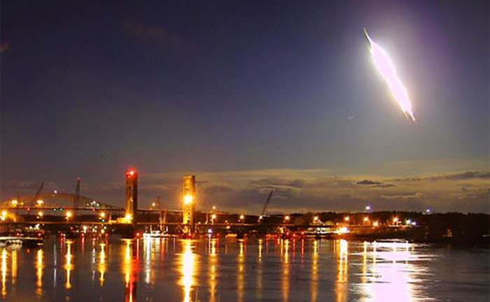 Bright meteor captured on a webcam in Portsmouth, New Hampshire on May 17, 2016. Via www.portsmouthwebcam.com