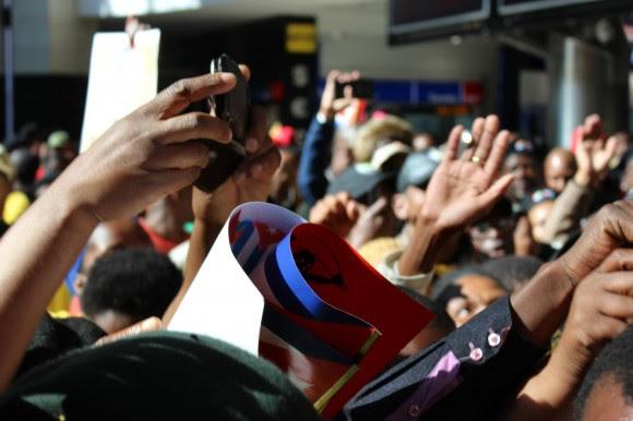 Los Cinco en Sudáfrica. Recibimiento Popular en el Aeropuerto. Foto: Deisy Francis Mexidor / Cubadebate