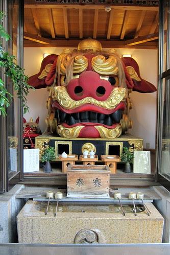 Tokyo - Tsukiji: Namiyoke inari-jinja - Benzaiten Shishi by wallyg