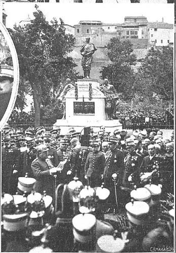 El General Aguilera y Alfonso XIII en la inauguración del monumento al Comandante Villamartín en Toledo (mayo de 1925)