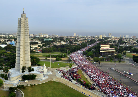 Desfile por el 1ro de Mayo en La Habana. Foto: Roberto Garaicoa Martínez/Cubadebate.