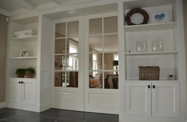 parete libreria con porta