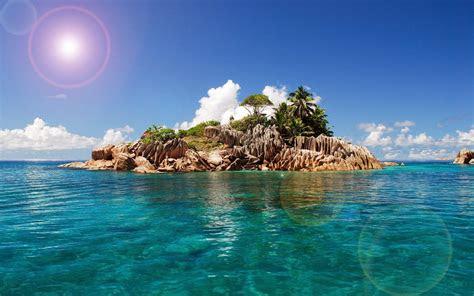 foto van een klein tropisch eiland mooie achtergronden