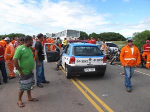 Duas viaturas patrulhavam o local nesta quinta-feira (31/3) (Foto: Aluízio Freire/G1)