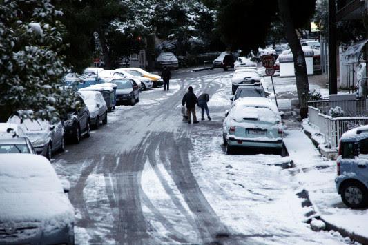Καιρός: Ραγδαία επιδείνωση τις επόμενες ώρες! Σφοδρές καταιγίδες και χιόνια