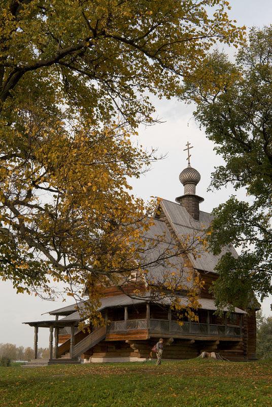 Деревянная Свято-Никольская церковь неподалёку от Суздальского кремля. Фото: Антон Поспелов / Православие.Ru