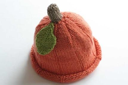 HAND-KNIT PUMPKIN HAT, luxury version, super soft merino and cashmere, newborn-3 months size