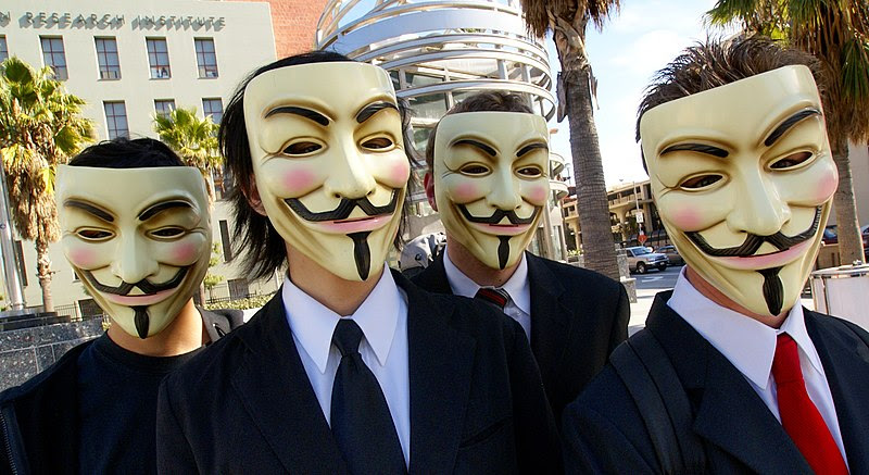 Archivo:Anonymous at Scientology in Los Angeles.jpg