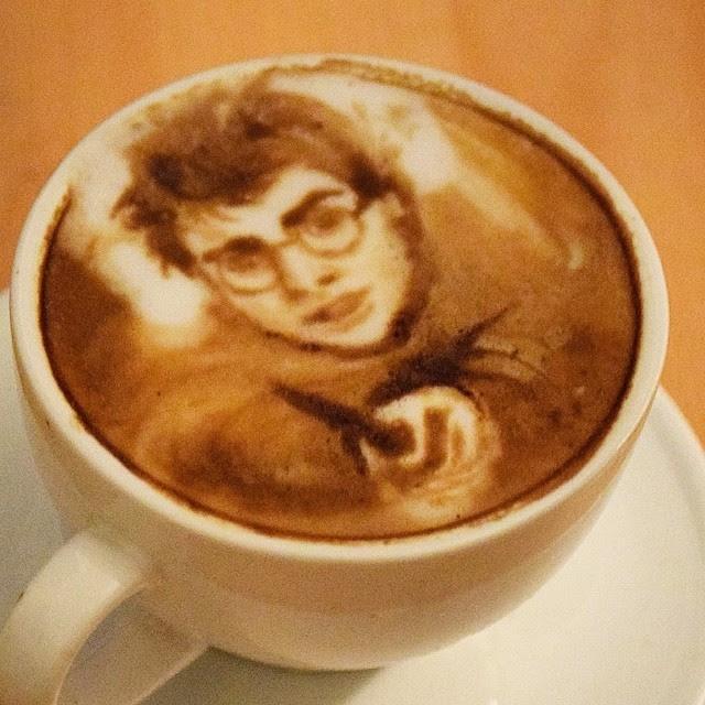 Espressio!!! #harrypotter #harrypotterland #coffeeart #baristart #coffeeartist #dumbledore #latteartist #coffeeportrait @harrypottercast #harrypottercast #disneyworld #michaelbreach #baristart #nyc #london #bushwick @alainnabis