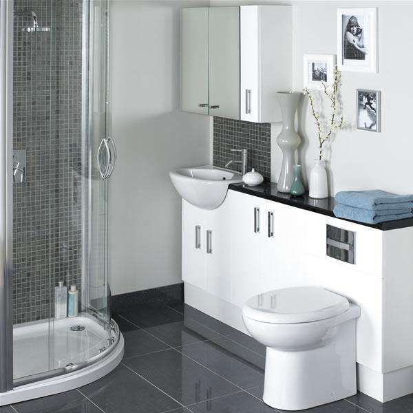 Küçük ve modern bir banyo örneği daha