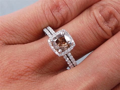 1.40 CTW CUSHION CUT DIAMOND WEDDING RING SET CHOCOLATE