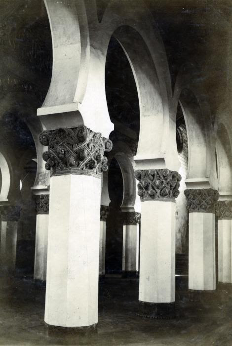 Sinagoga de Santa María la Blanca en junio de 1905. Fotógrafo anónimo. Colección Luis Alba. Ayuntamiento de Toledo