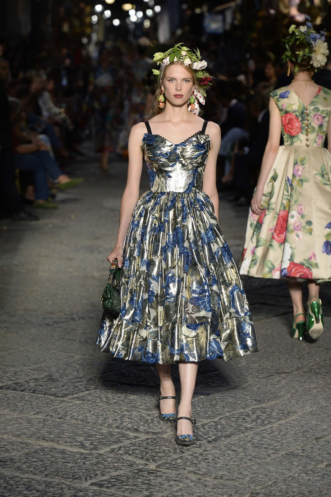 http://media.vogue.com/r/h_1600,w_1240/2016/07/09/09-dolce-and-gabbana-alta-moda-2016.jpg
