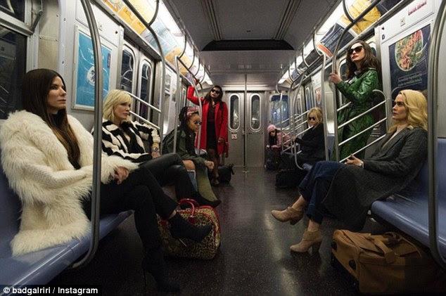 A-list antics: Rihanna ofereceu aos fãs uma olhada no futuro blockbuster quando ela compartilhou um instantâneo do elenco de todas as mulheres filmando no metrô de Nova York