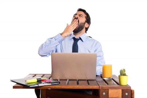 ऑफिसमध्ये येणारी झोप टाळण्यासाठी काही खास टिप्स!