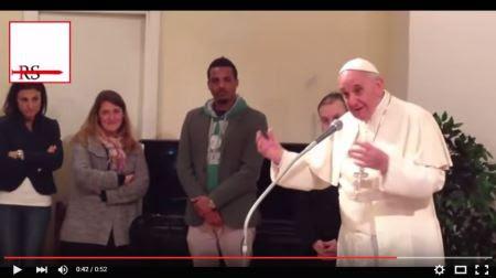 Bergoglio ai presunti rifugiati: Bibbia e Corano lo stesso Dio, condividere la propria fede