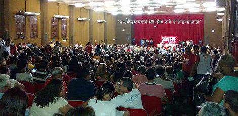 Categoria quer que o aumento de 13,01% seja dado a todos os profissionais da educação / Foto: Lucio Neto/via comuniQ