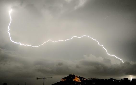 Καιρός: Έκτακτο δελτίο επιδείνωσης - Καταιγίδες, χιόνια και... Κούλουμα με ισχυρούς ανέμους