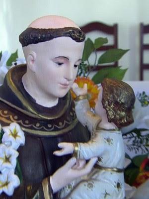 Antiga imagem de Santo Antônio tem traços mais finos do que a nova divulgada (Foto: Reprodução EPTV)