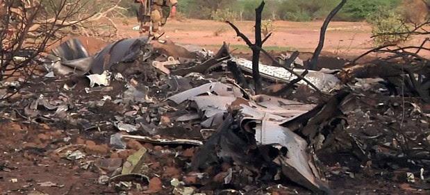 Foto divulgada pelo Exército da França mostra destroços do avião da Air Algérie que caiu no Mali (Foto: ECPAD/AP)
