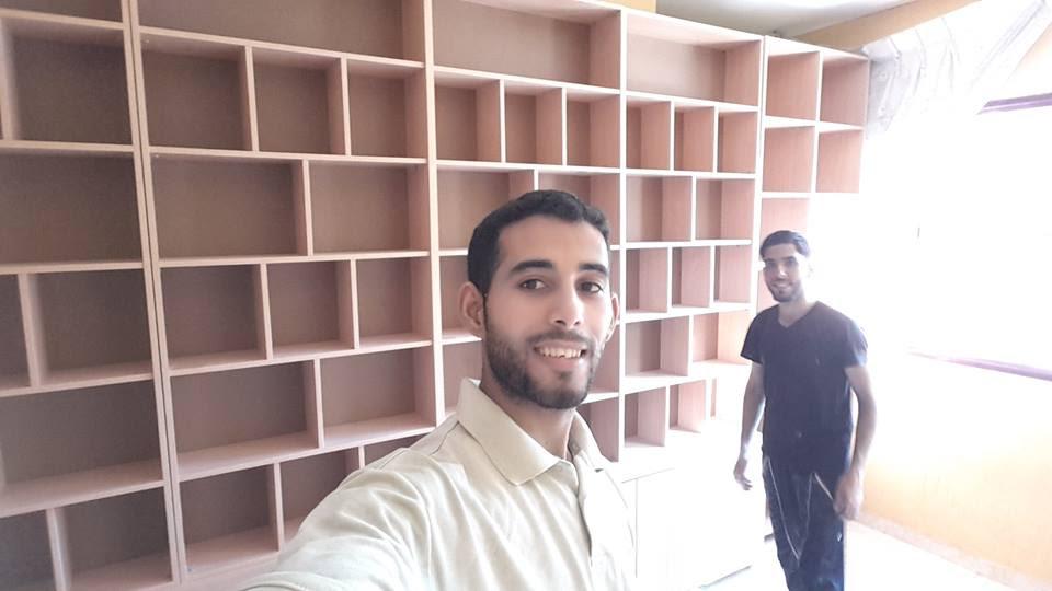 biblioteca Gaza 4 con Mosab Abu Toha sulla sinistra