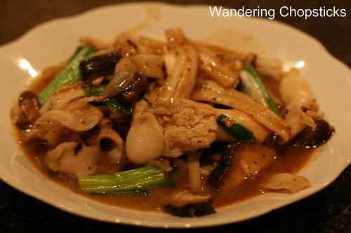 7 Mom's Oc Xao Nam He (Vietnamese Clams Sauteed with Mushrooms and Chives)