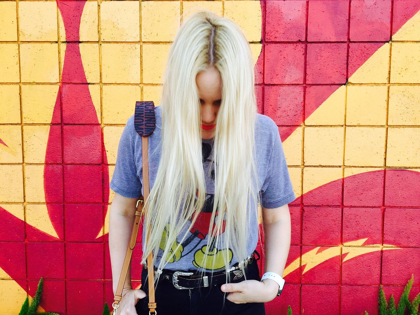 photo blondehair-mickey-moschino-bag-losangeles-torontobloggers_zpsjvqwsvvy.jpg