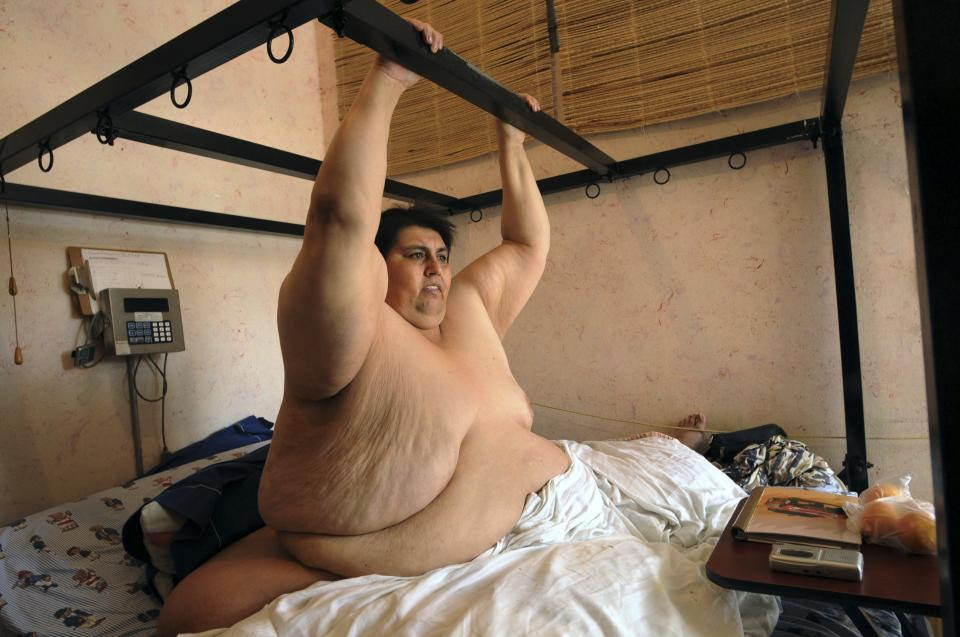 "FILE - In this June 9, 2008 file photo, Manuel ""Meme"" Uribe, 42, shows how he exercises from his bed during an interview in Monterrey, Mexico. Uribe, ..."