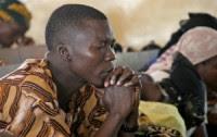 Mortos em ataque de extremistas islâmicos a escola cristã passam de 100, dizem sobreviventes; Missão Portas Abertas pede oração pela Nigéria