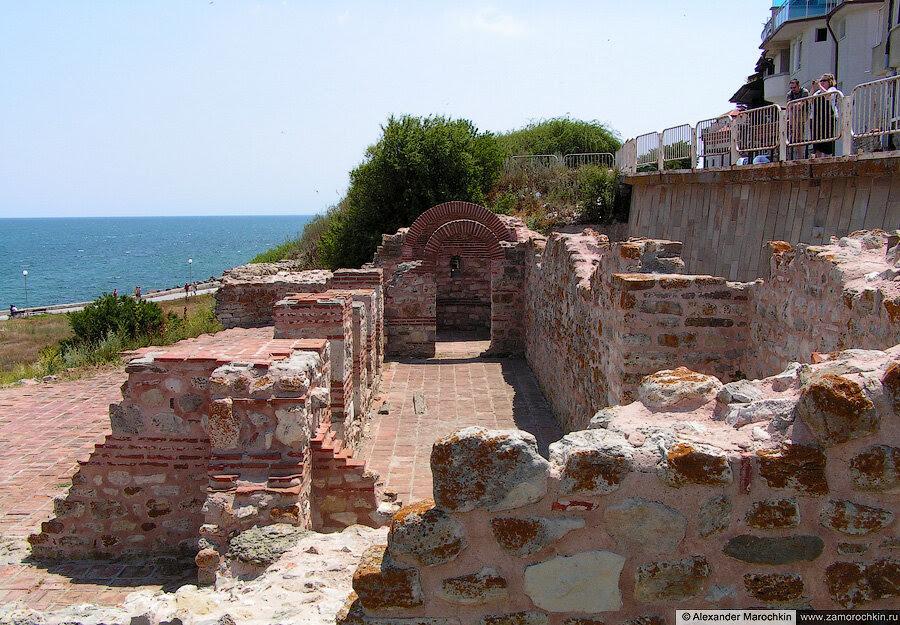 Развалины базилики Святой Богородицы Елеуса, Несебр, Болгария