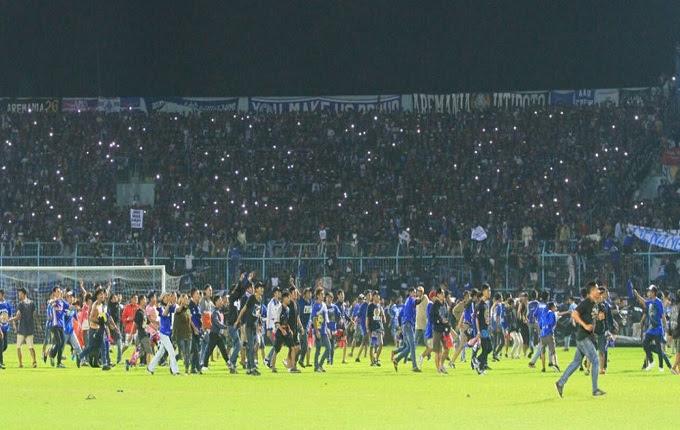 Soal rusuh dalam pertandingan sepak bola memang tidak hanya terjadi di Indonesia Arema Menerima Semua Sanksi Setelah Suporter Ricuh dan Beraksi
