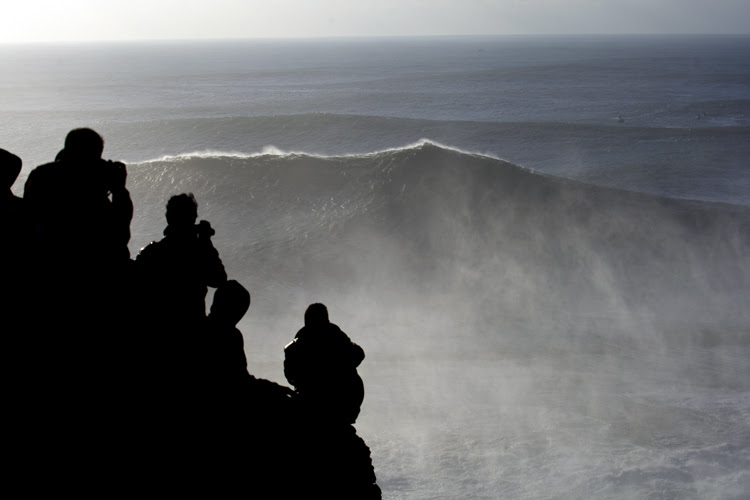 Nazaré, Portugal: the Canyon fires its bombs | Photo: Flindt/Red Bull