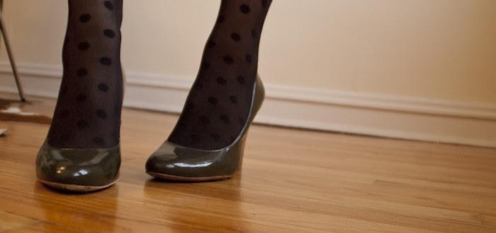 dash dot dotty, polka dot tights, gray wedges, gredges