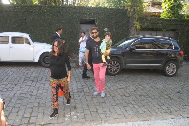 Ricardo Pereira e a familia no aniversario de Eva, filha de Angelica e Luciano Huck (Foto: Fabio Martins / Fotorio News)