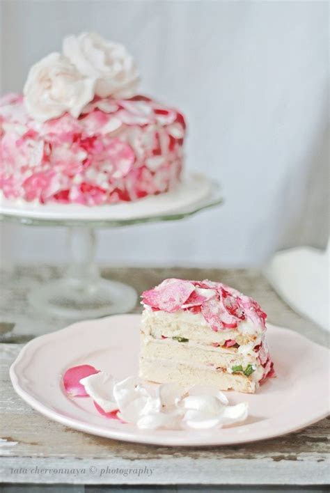 Best 25  Rose petal cake ideas on Pinterest   Cupcake