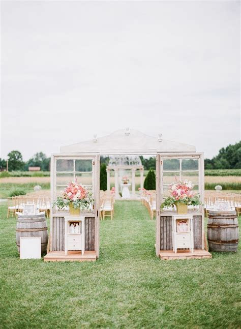 A fun modern wedding   It Girl Weddings