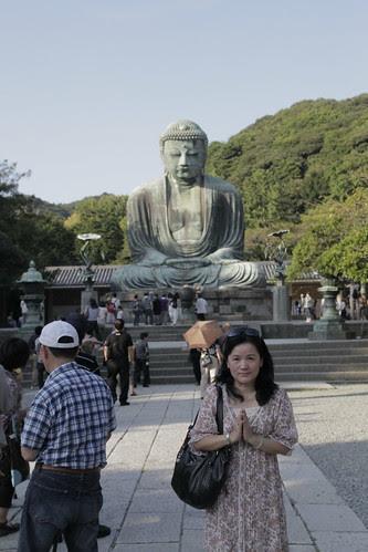 Mum in front of the Kamakura Big Buddha