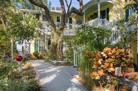 The Colonial Court, Indian Rocks Beach   Weddings On A Whim