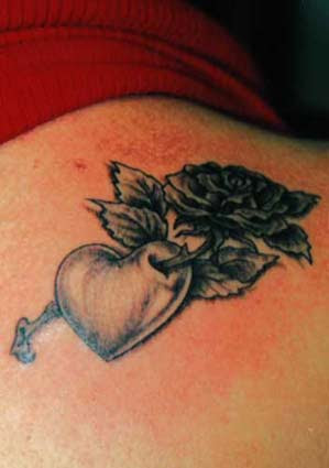 Rose Heart Tattoos How To Create Unique Designs Tattoo Artist Ideas