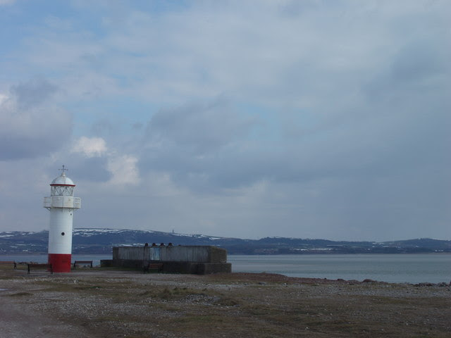 File:Lighthouse at edge of Hodbarrow lagoon - geograph.org.uk - 268459.jpg