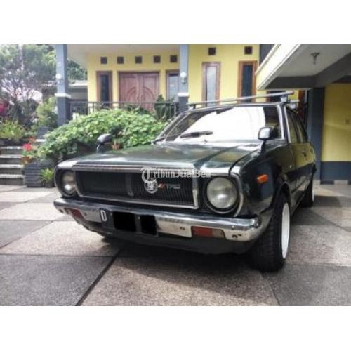 Mobil Antik F S Corolla Tahun 1970 Warna Hijau Metalik