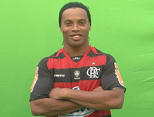 Ronaldinho escalação Flamengo pose (Foto: Reprodução)